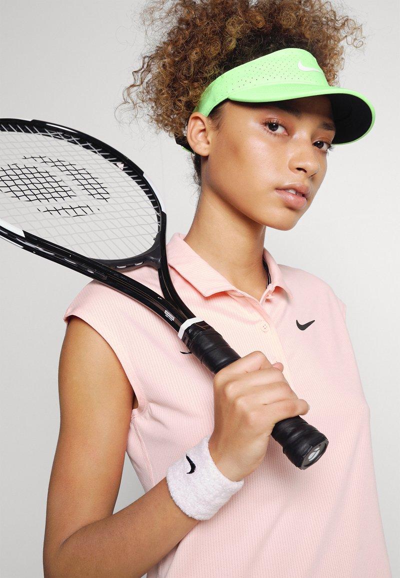 Nike Performance - AERO ADVANTAGE VISOR - Casquette - lime glow/white