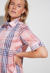 Eterna - Button-down blouse - rosa/blau - 2
