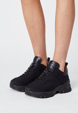 AFRIA - Sneakers laag - light ink