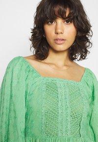 Lace & Beads - CAYLEE DRESS - Koktejlové šaty/ šaty na párty - green - 3