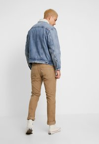 Levi's® - VIRGIL TRUCKER - Džínová bunda - blue denim - 2