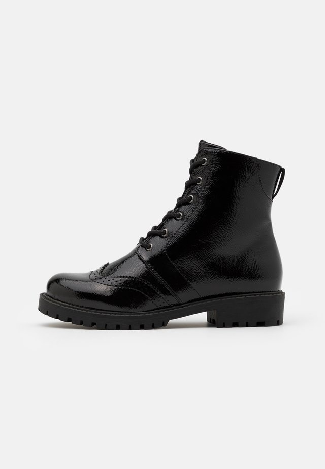 VMGLORIANOMI BOOT WIDE FIT  - Botines con cordones - black