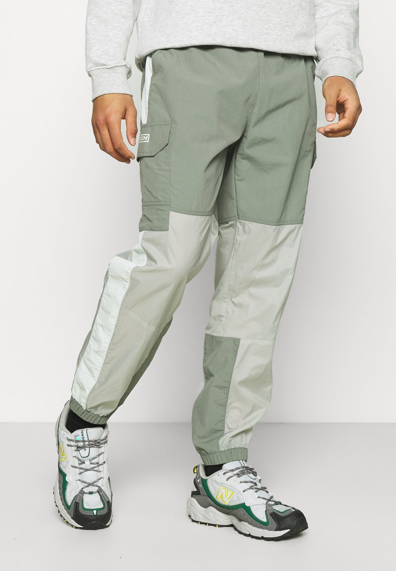 The North Face - STEEP TECH LIGHT PANT - Cargo trousers - agave green/wrought iron/green mist