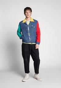Jack & Jones - JCOARAF TEE CREW NECK - Camiseta estampada - sulphur spring - 1