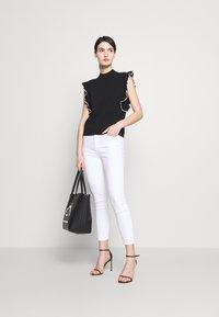 J Brand - ALANA HIGH RISE CROP  - Jeans Skinny Fit - blanc - 1