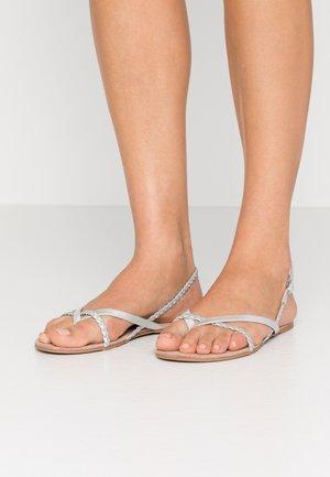 ONLMARGIT BRAID SPLIT TOE  - Sandály s odděleným palcem - silver