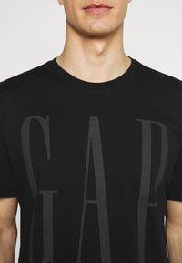 GAP - 2 PACK - Print T-shirt - black/white - 5