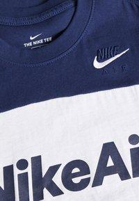 Nike Sportswear - AIR TEE - Print T-shirt - midnight navy/white/grey heather - 3
