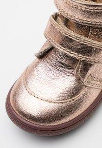 Bisgaard - STORM - Vysoká obuv - rose gold - 5