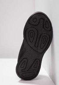 Nike Performance - REVOLUTION 4 - Neutrální běžecké boty - black - 5