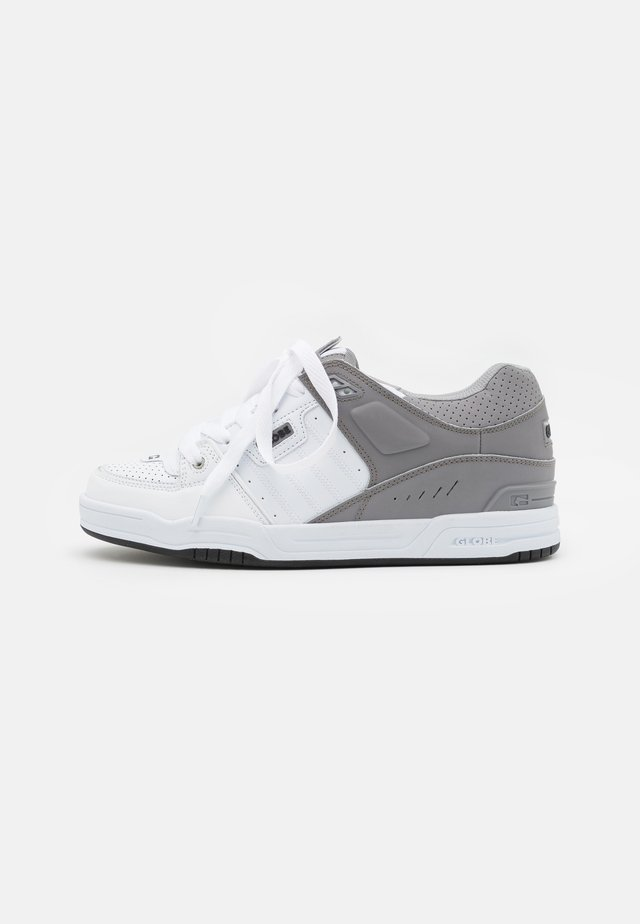 FUSION - Skate shoes - white/grey split