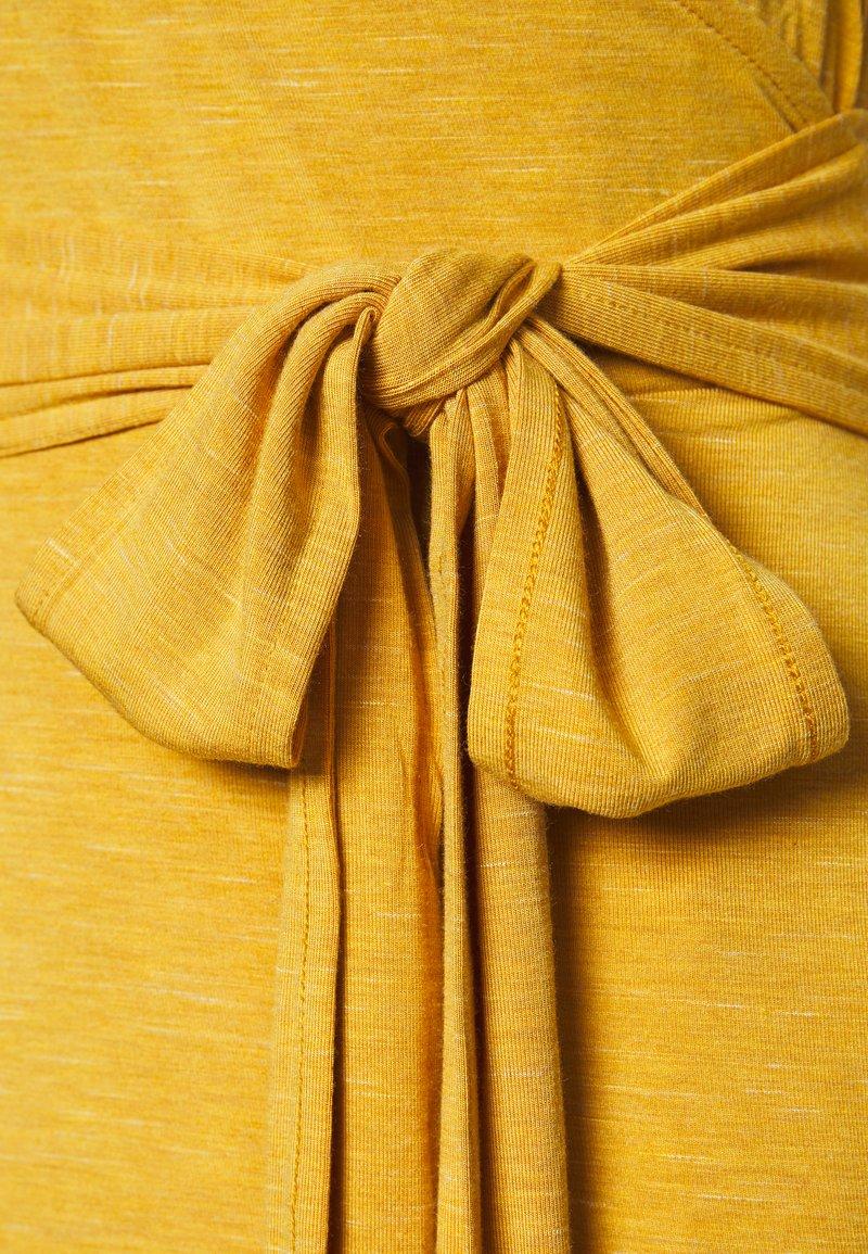 GAP MIDI WRAP CAMI - Jerseykleid - mustard/gelb DqzZra