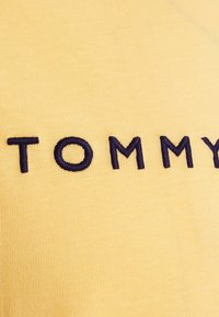 Tommy Hilfiger - LOGO TEE - Printtipaita - morning glow - 2