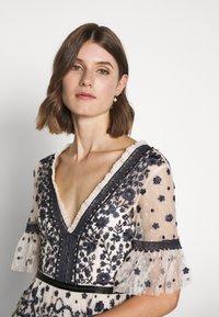 Needle & Thread - MIDSUMMER DRESS - Vestido de cóctel - champagne/black - 3