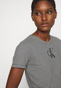 Calvin Klein Jeans - MONOGRAM STRIPE BABY - Print T-shirt - bright white - 3