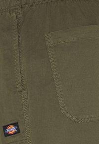 Dickies - PELICAN RAPIDS - Shorts - military green - 6