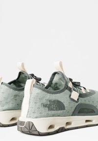 The North Face - W SKAGIT WATER SHOE - Trainers - green mist wrought iron - 2