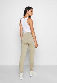 Nike Sportswear - Teplákové kalhoty - mystic stone/white - 2
