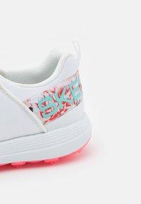 Skechers Performance - GO GOLF MAX SPORT - Golf shoes - white - 5