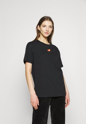 TEE BOY LOVE - T-shirts med print - black