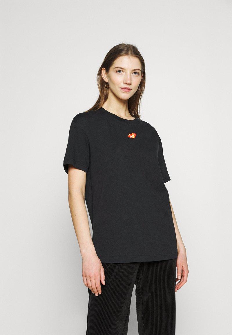 Nike Sportswear - TEE BOY LOVE - Triko spotiskem - black