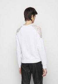 Pinko - MILIARDARIO MAGLIA FELPA - Sweatshirt - white - 2