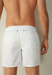 Intimissimi - BOXER BADEHOSE - Swimming shorts - bianco - 2