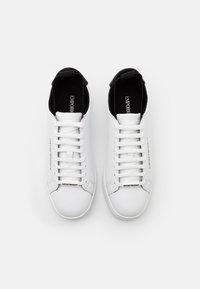 Emporio Armani - Sneakersy niskie - white/black - 3