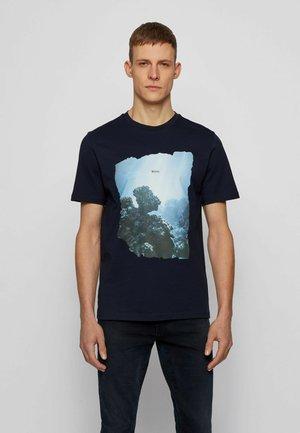 NOAH - Print T-shirt - dark blue