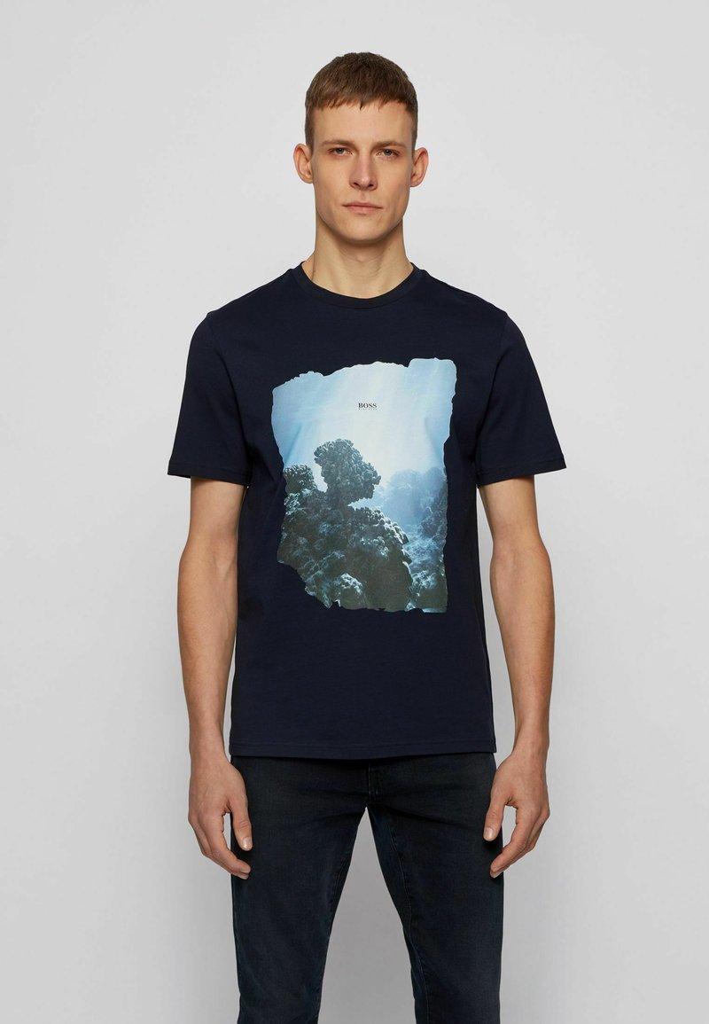 BOSS - NOAH - Print T-shirt - dark blue