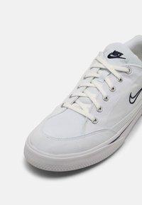 Nike Sportswear - GTS 97 - Sneakersy niskie - white/midnight navy - 8