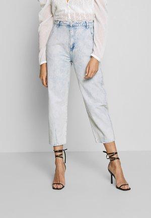 HIGHWAISTED SLOUCH JEAN  - Jeans baggy - blue bleach