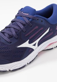 Mizuno - WAVE STREAM 2 - Scarpe running neutre - astral aura/white/blueprint - 5