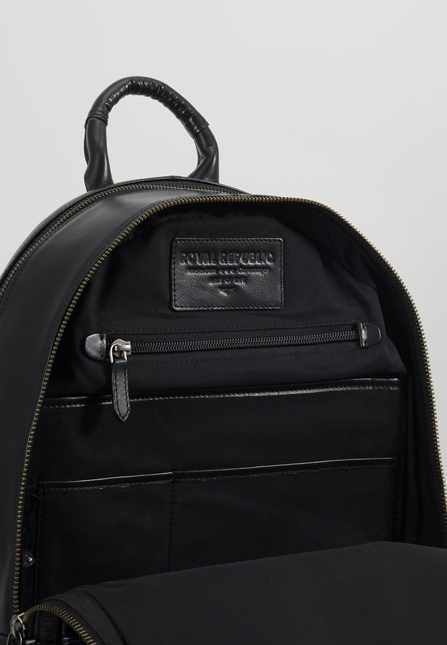 Royal RepubliQ EXPLORER BACKPACK - Tagesrucksack - black/schwarz - Herrentaschen TeGGK