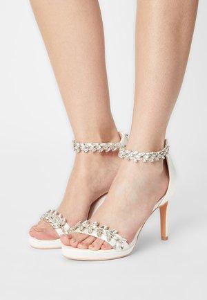 PIA - Sandals - ivory