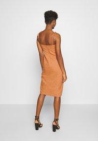 Glamorous - MIDI CAMI DRESS WITH TIE - Vestido informal - apricot - 2