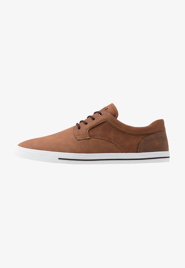 LEGERIWEN - Sneakers laag - cognac