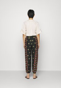 Farm Rio - GRAPHIC SHINE PANTS - Kalhoty - multi - 2