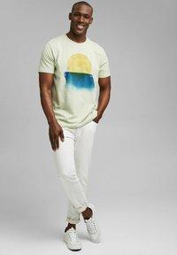 Esprit - ARTWORK - Print T-shirt - pastel green - 1