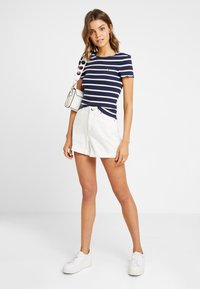 Tommy Jeans - STRIPED BABYLOCK TEE - Print T-shirt - black iris/classic white - 1