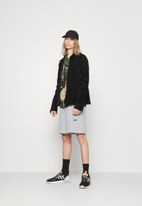 adidas Originals - ABSTRACT SHORT R.Y.V. ORIGINALS SHORTS - Shorts - halo silver - 1
