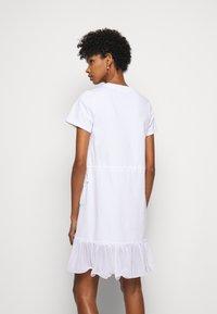 See by Chloé - Žerzejové šaty - white powder - 2