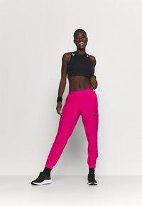 Nike Performance - RUN PANT - Pantalon de survêtement - fireberry/arctic punch/black - 1