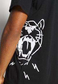 Puma - CAT JAWS TEE - Print T-shirt - puma black - 5