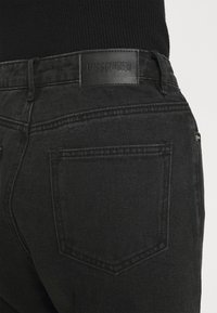 Missguided - BUSTED KNEE MOM JEAN - Relaxed fit jeans - black - 6