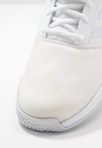 adidas Performance - GAMECOURT - Kengät kaikille alustoille - footwear white/grey - 5