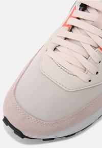 Diesel - S-TYCHE - Trainers - white - 7