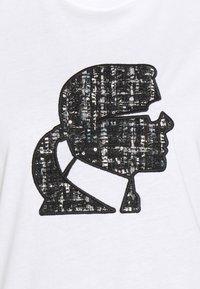 KARL LAGERFELD - BOUCLE KARL PROFILE  - T-shirt z nadrukiem -  white - 2