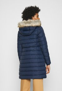 Tommy Jeans - ESSENTIAL HOODED COAT - Płaszcz puchowy - twilight navy - 2