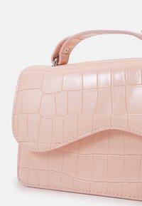 HVISK - CRANE - Across body bag - soft pink - 3